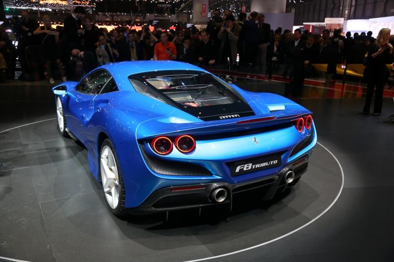 Ferrari F8 Tributo, double échappement