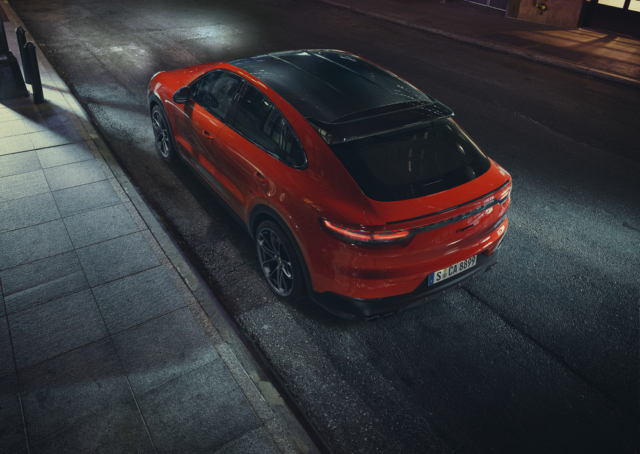 Porsche Cayenne Coupé, toit abaissé option carbone