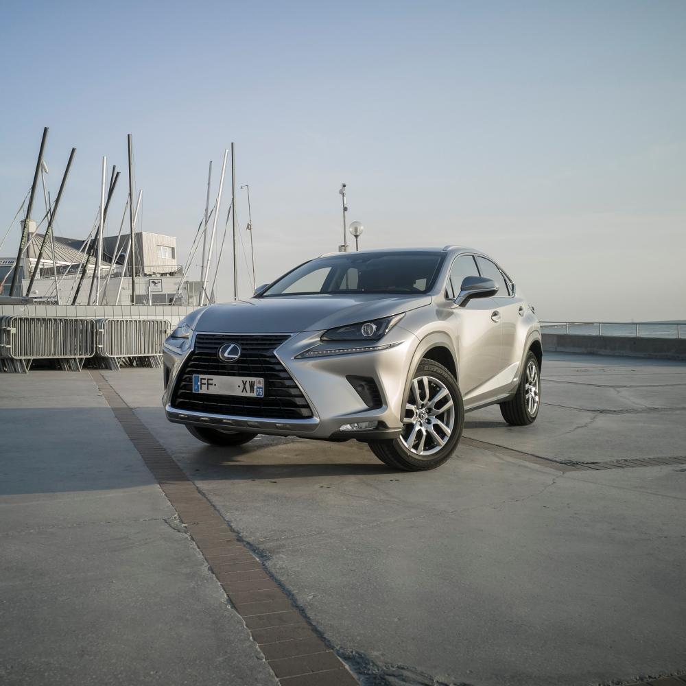 A la voile et à l'électricité - Lexus NX300H, Premium hybridus