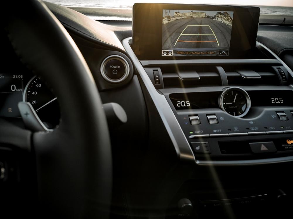 Caméra de recul - Lexus NX300H, Premium hybridus