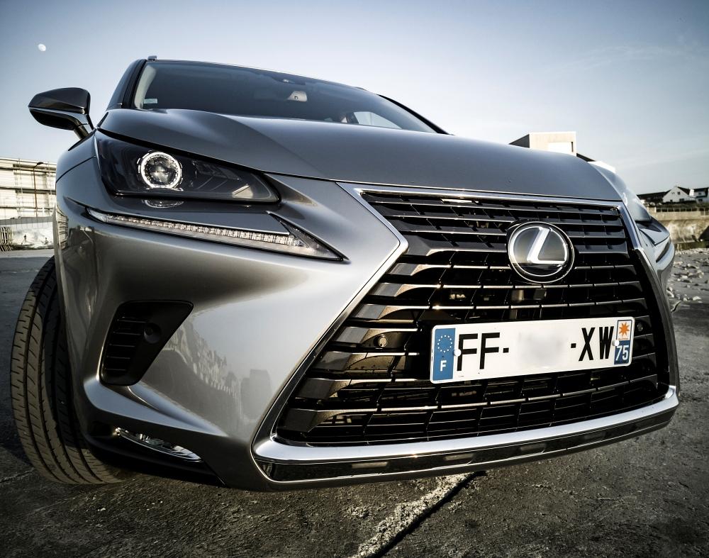 Face avant de près - Lexus NX300H, Premium hybridus