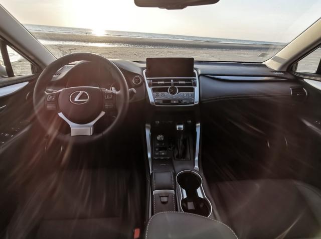 Intérieur - Lexus NH300H, Premium hybridus