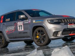 Jeep Grand Cherokee Trackhawk, SUV on ice