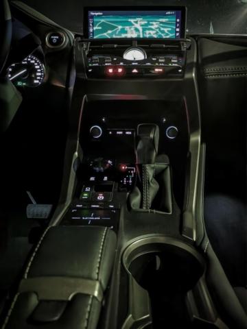 Planche de bord - Lexus NX300H, Premium hybridus