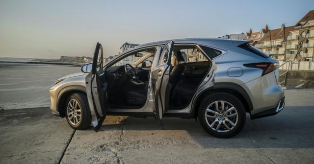 Portes ouvertes à gauche, Welcom - Lexus NX300H, Premium hybridus