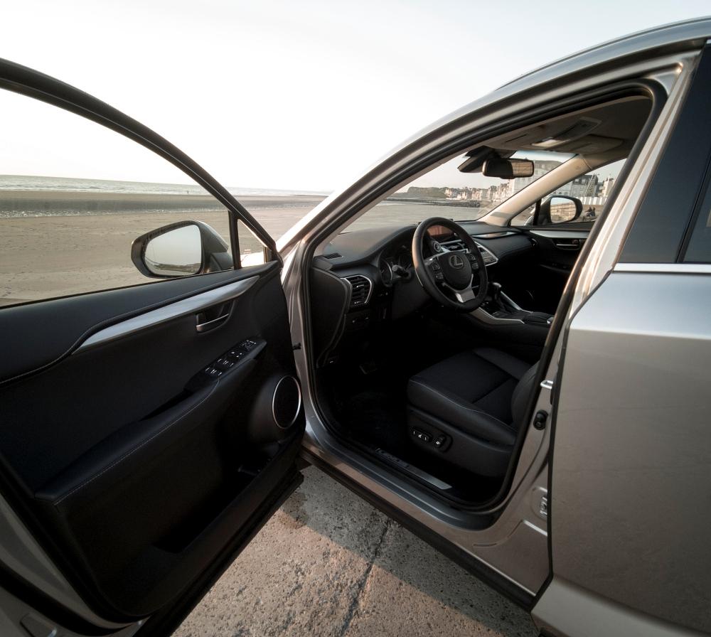 En route? - Lexus NX300H, Premium hybridus