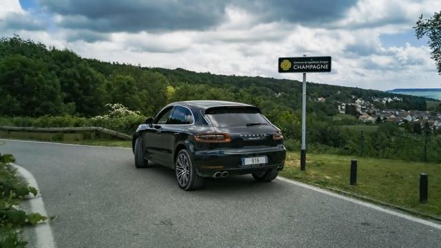 Route de Champagne en Porsche Macan S bandeau